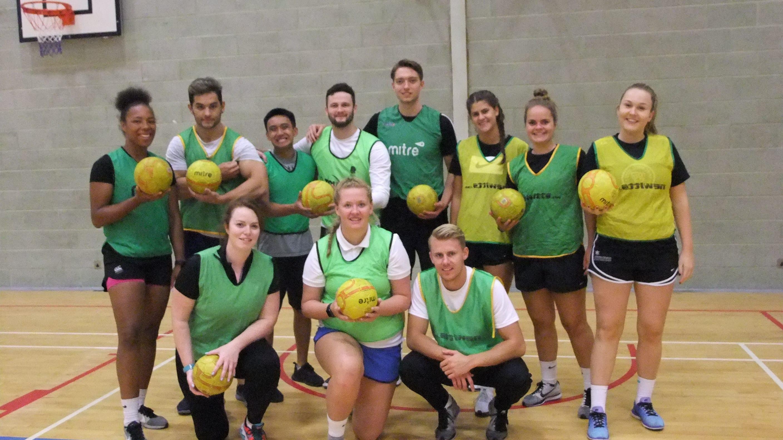 The green handbal team posing for the camera