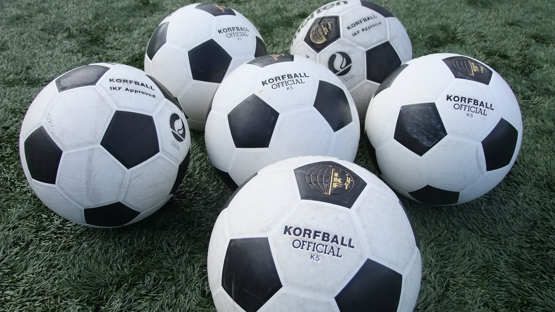 A plie of korfballs