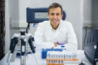 Profesor Yannis Pitsiladis in the labs