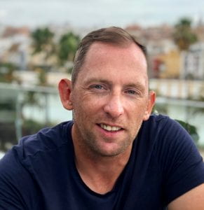 A smiling Dr Alan Richardson wearing a navy tshirt