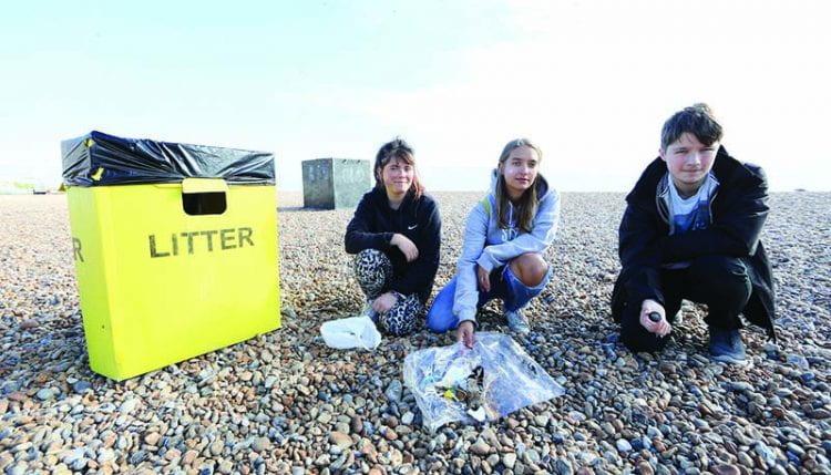 Student volunteers cleaning up Brighton beac