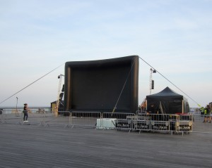 The pop up screen on the pier