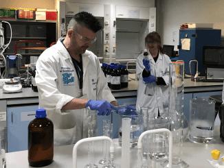 Professor Sosabowski and Dr Angela MacAdam in the lab
