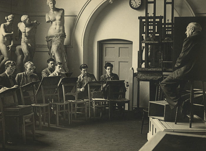 A black and white photograph from a Brighton School of Art student lecture from around the 1950s. Taken from the Brighton School of Art Archive housed at the University of Brighton Design Archives.