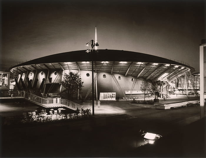 A black and white photograph of the Dome of Discovery at the Festival of Britain (1951) at night. Architect: Ralph Tubbs. Taken from the Design Council Archive housed at the University of Brighton Design Archives.