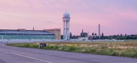 Since 2009, (some of) the buildings and airfield of decomissioned Tempelhof Airport are being used for public events and as outdoor space. (source: Transformation Haus und Feld www 2021)