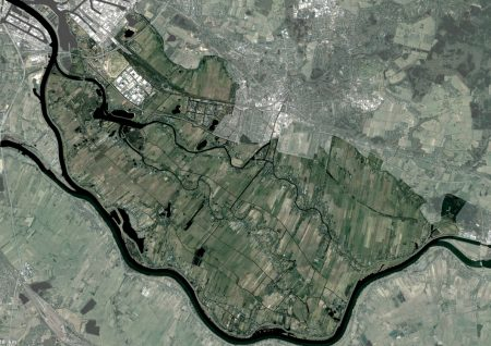 The Vier- und Marschlande, located in the south-east of the City of Hamburg, are a 14,000ha agricultural and horticultural area. (source: HafenCity University 2021)