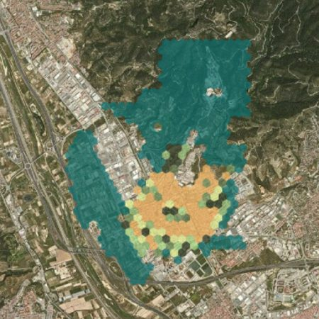 Green space per inhabitant in Sant Feliu de Llobregat ranging from no (brown) via little to more (light to dark green) to a lot of green space (blue) (source: Adjuntament de Sant Feliu de Llobregat www 2021)