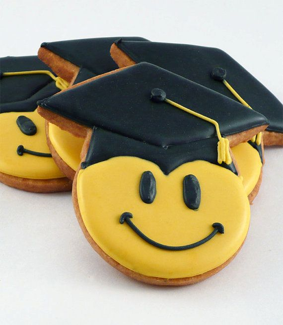 cookies with graduate hats