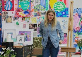 Alumni Rose Electra Harris leads a painting class for Partnership Editions 29 April.