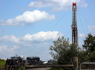 Shale rig and gas well