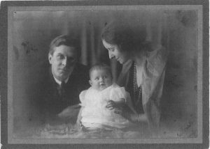 """Alison Settle with husband Alfred and daughter Maggie, 1921. Private photograph from the Charles Wakefield Private Archive."