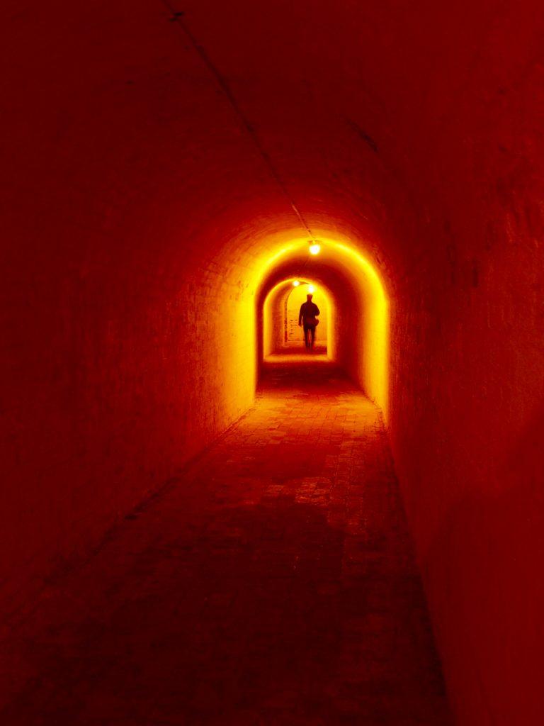 Fort-tunnel-illuminated