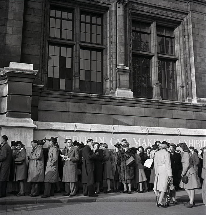 Black and white photo showing people queuing outside the V&A for Britain Can Make It exhibition