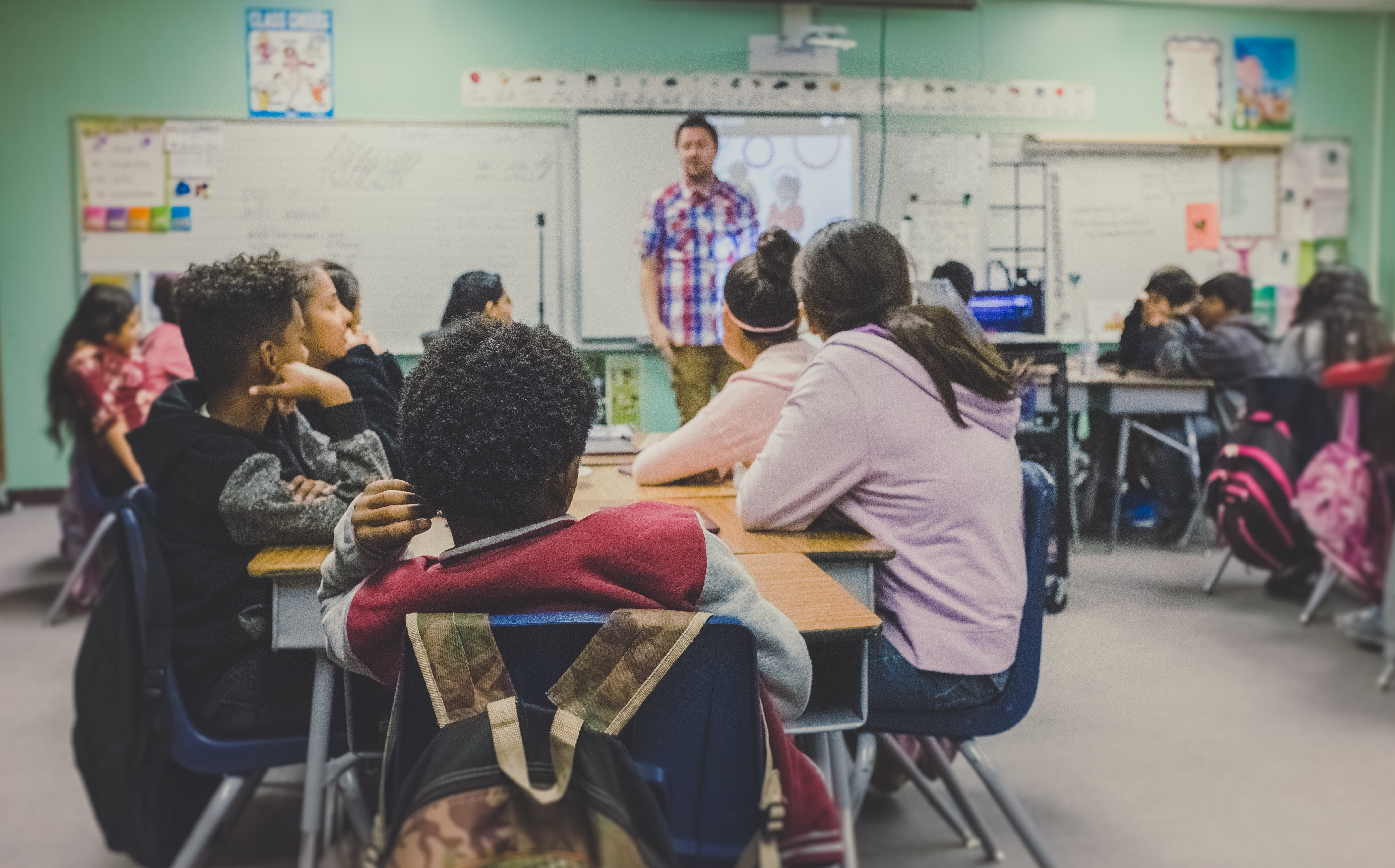 Image of cxhildren in a classroom