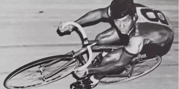 Cyclist Maurice Burton on the track