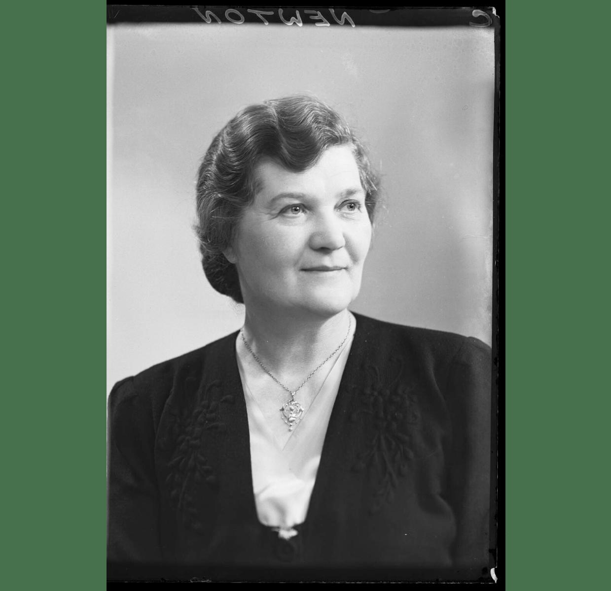 Lily Newton, née Batton