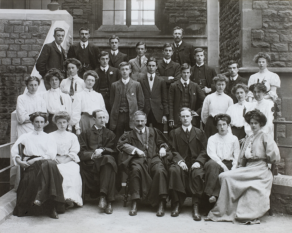 Staff and students, Chemistry Department, University College Bristol, 1907-08. DM2740.