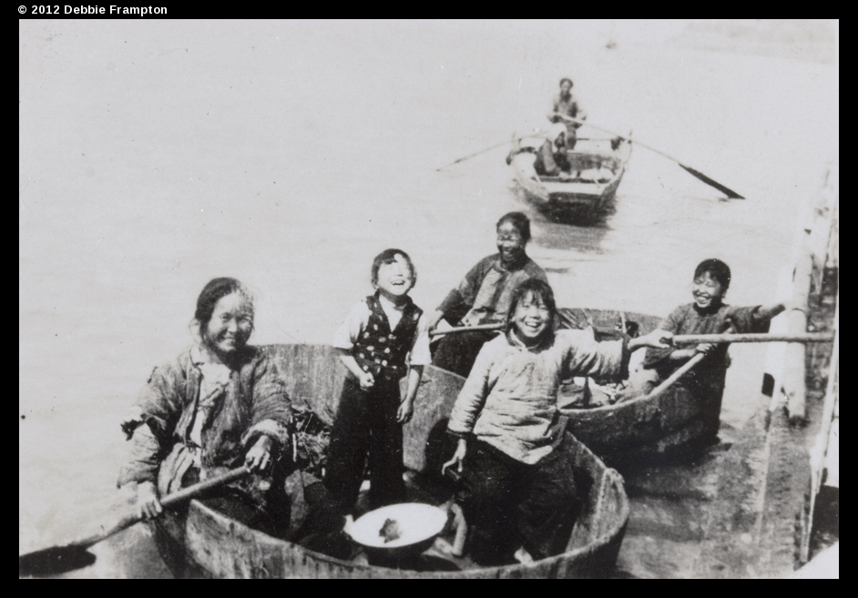 Smiles on the Yangzi, Special Collections, University of Bristol Library (reference: DM1973), Ta01-17, © 2012 Debbie Frampton.
