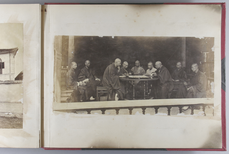 Page from an album at the Royal Society for Asian Affairs, London (RSAA reference RSAA/SC/BOW/1).