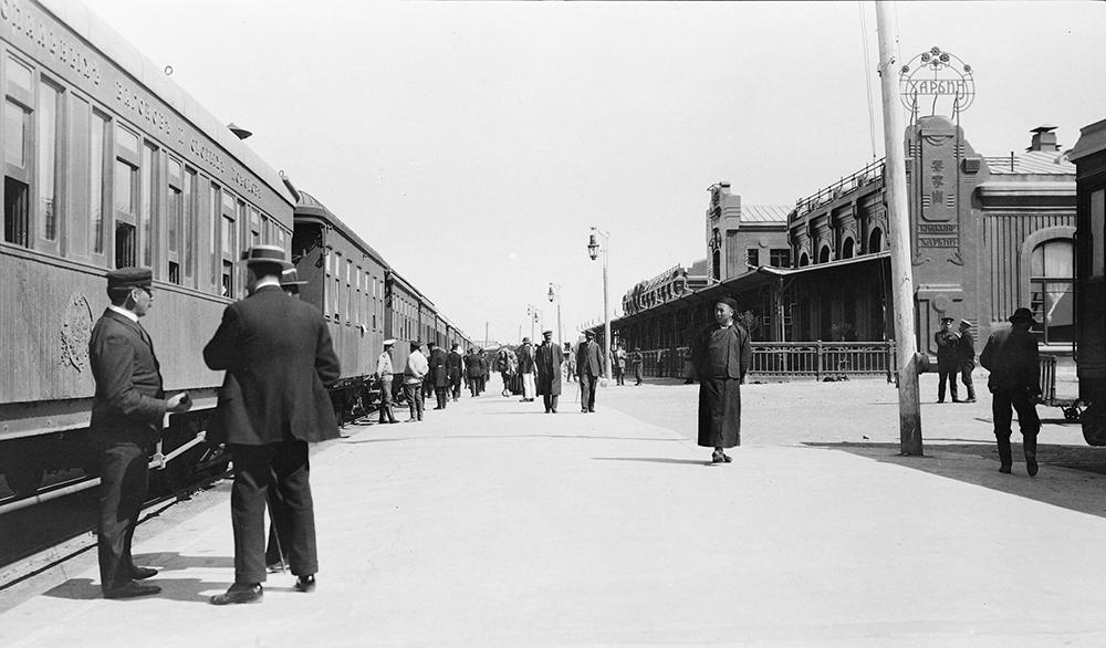 G. W. Swire, Harbin railway station, Manchuria, c.1912, Swire collection, sw16-009: © 2007 John Swire & Sons Ltd