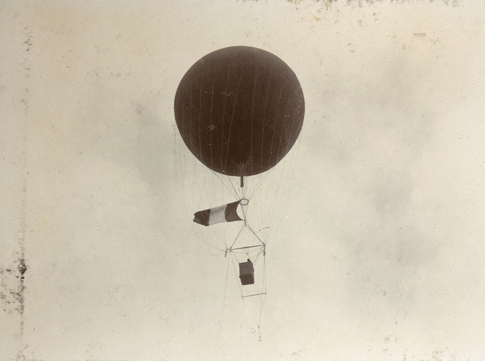 French army engineers' observation balloon, 1900.  National Archives, London © Crown copyright 2011.