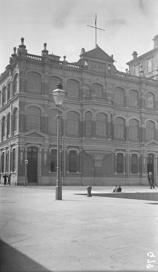Butterfield and Swire office in Hong Kong, 1911-12.  Sw07-111.