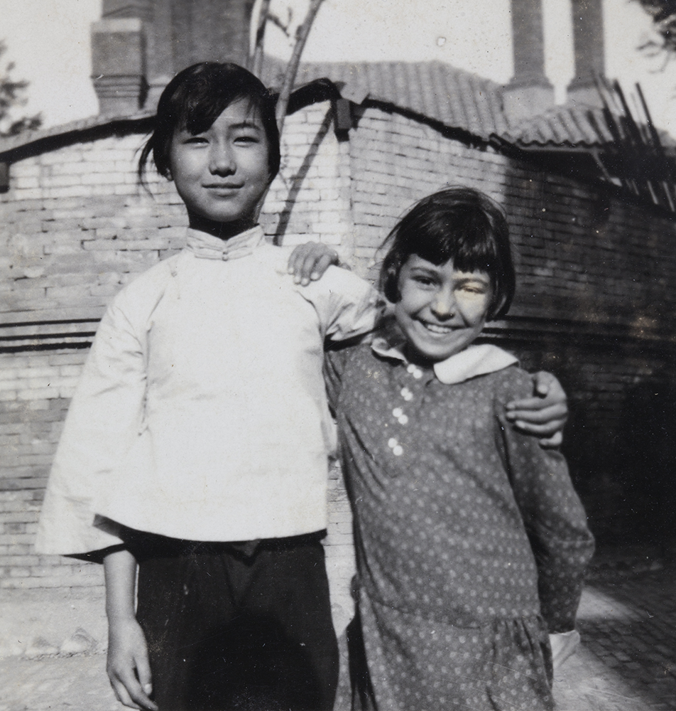 Peggy Hookham, with an unidentified Chinese girl, Tientsin, c.1928. Hh-s010.