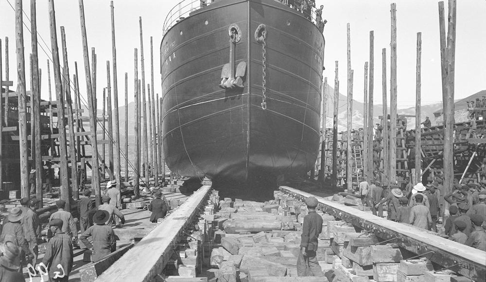 Ship being launched, Taikoo Dockyard, Hong Kong, 1911-12.  Sw07-151.