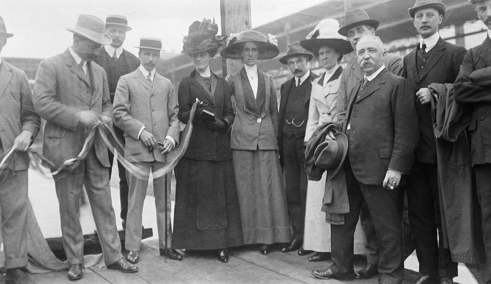 Launch of the ship 'Circe', Hong Kong, 1911-12.  Sw17-001.