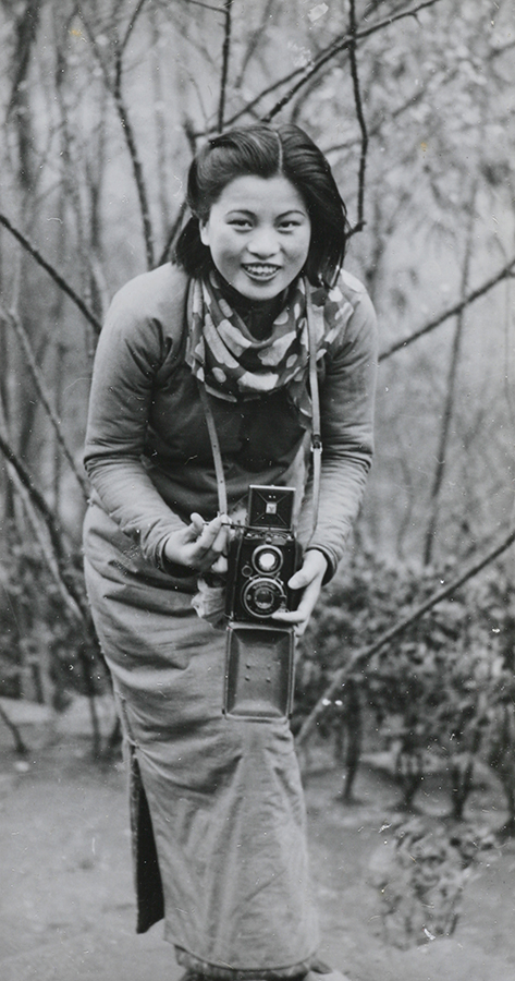 Fig. 3 Min Chin with a camera. Source: Fu Bingchang Collection, fu01-025 © 2007 C. H. Foo and Y. W. Foo