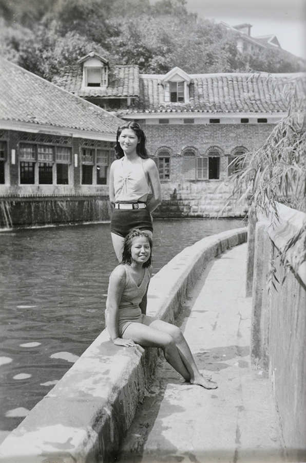 Fig. 4 Jiang Fangling and Zhang Yukun at the swimming pool. Source: Fu Bingchang Collection Fu02-063 © 2007 C. H. Foo and Y. W. Foo
