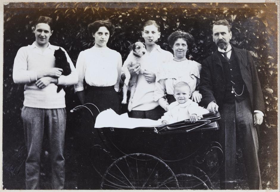 15. Burnt Oak, Waldron, Sussex, c. 1913. Harold, Geoff, Dorothy, Maggie, Harry and Bertie, Dorothy's son, in pram.