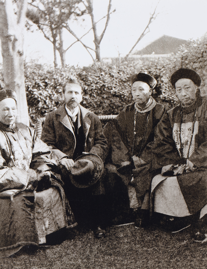 3. Harry with Chinese officials: the Daotai, Yung Ling on his left, the Magistrate, Tsung, on his far left and the Foreign Affairs Deputy, Li on Harry's right. Kiukiang, 18 December 1904.