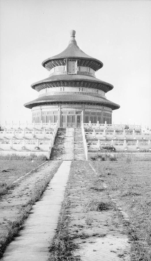 Qiniandian, Temple of Heaven, Peking. Photograph by G. Warren Swire. G. Warren Swire Collection, Sw16-013, © 2007 John Swire & Sons Ltd