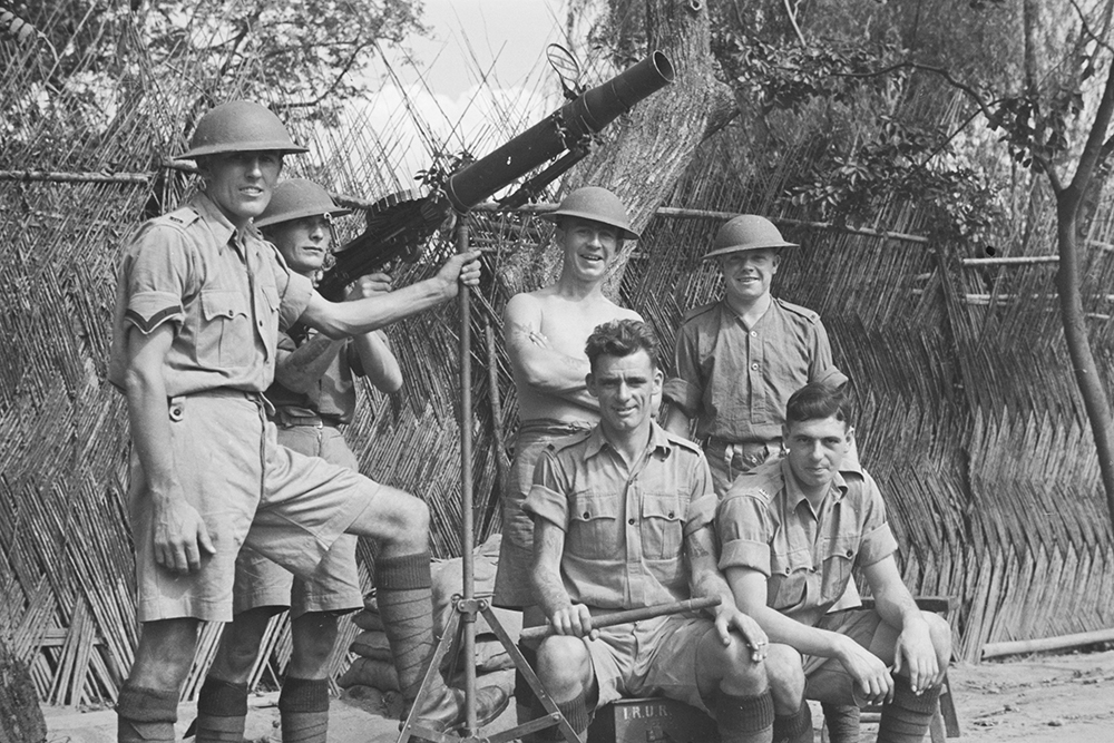Royal Ulster Rifles riflemen, with Lewis Gun, Shanghai. Photograph by Malcolm Rosholt. Malcolm Rosholt Collection, Ro-n1020, © 2012 Mei-Fei Elrick and Tess Johnston.