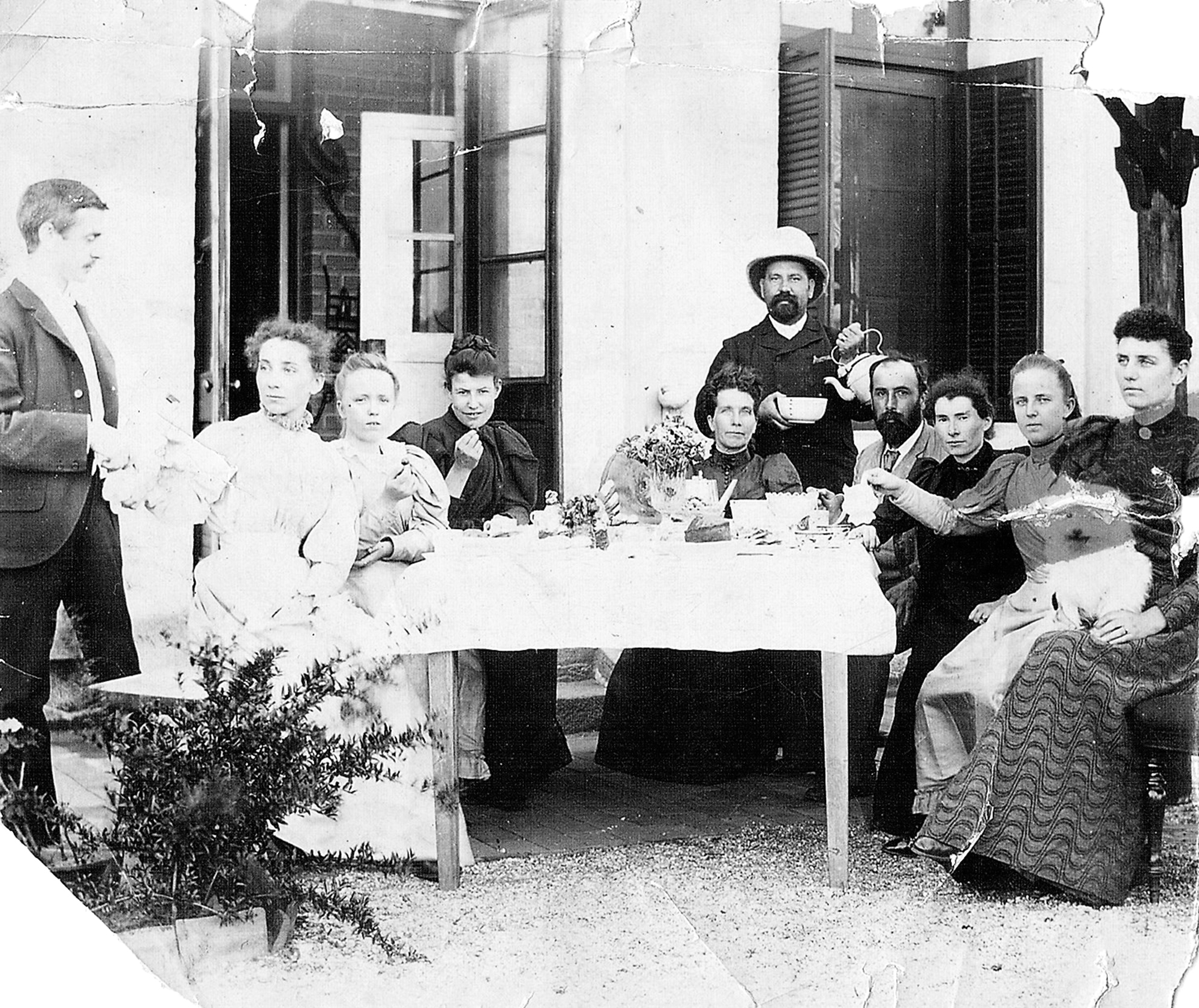 The Newmans in the 1890s. Frank is on far left, Duncan and Annie Clark are fourth and third from the right. Image courtesy of Graham Clark.