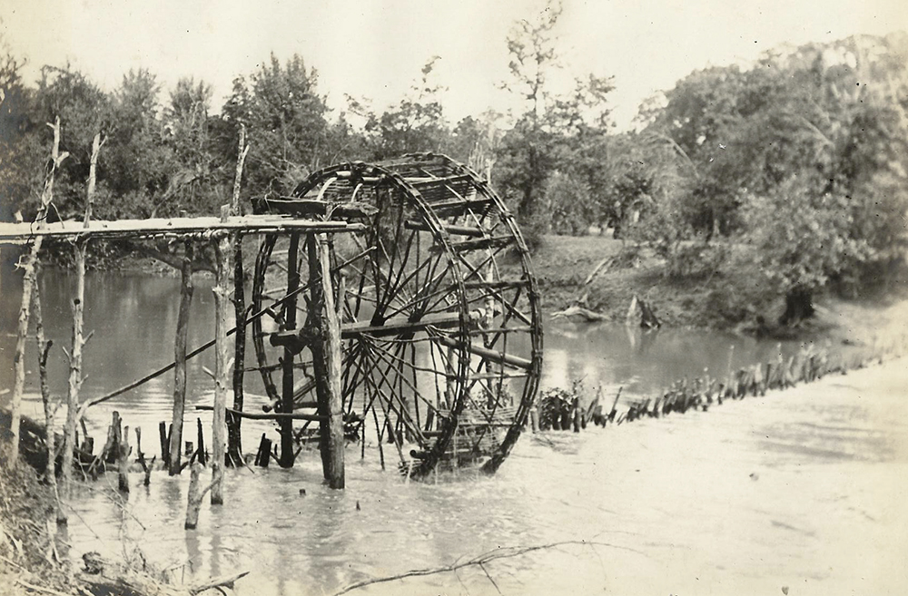 A Shan water-wheel used to irrigate the fields. Frederic Carey Collection, FC01-16 © 2011 Ann Kinross.