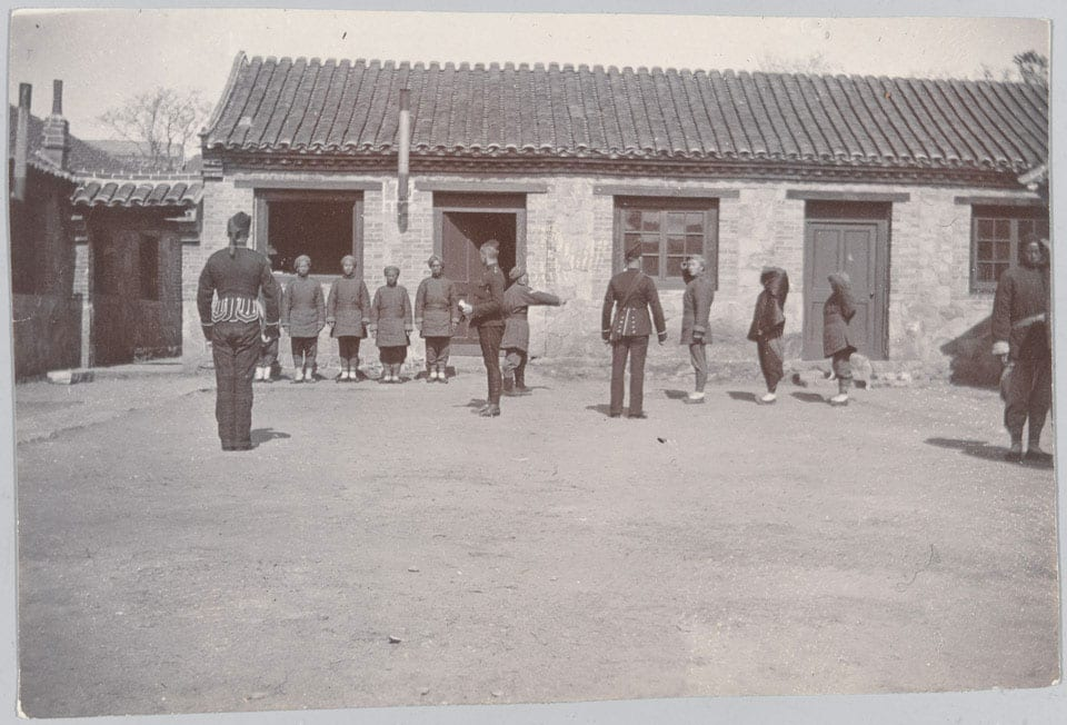New recruits to the 1st Chinese Regiment learn drill, 1900. Courtesy of the National Army Museum, NAM. 1983-05-42-4. From an album of 52 photographs taken and compiled by Captain C.D. Bruce (West Riding Regiment), acting Major (1st Battalion Chinese Regiment). © National Army Museum.
