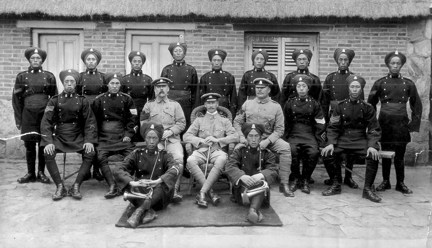 1.1st Battalion, Chinese Regiment – British and Chinese Non-Commissioned Officers of Number Eight Company in China 1898-1903, SBYRW: 40220. © The Rifles Berkshire and Wiltshire Museum. In the centre is Major (as he later became) Arthur Barnes (Duke of Edinburgh's Wiltshire Regiment).