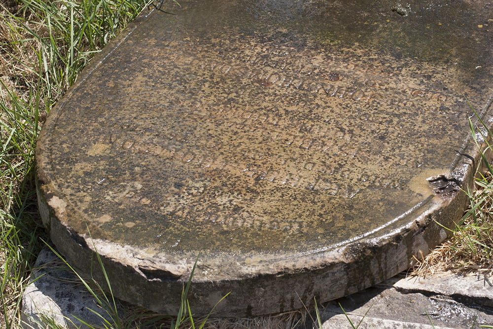 John Thomson's headstone in August 2018, before restoration. Photograph by Jamie Carstairs.