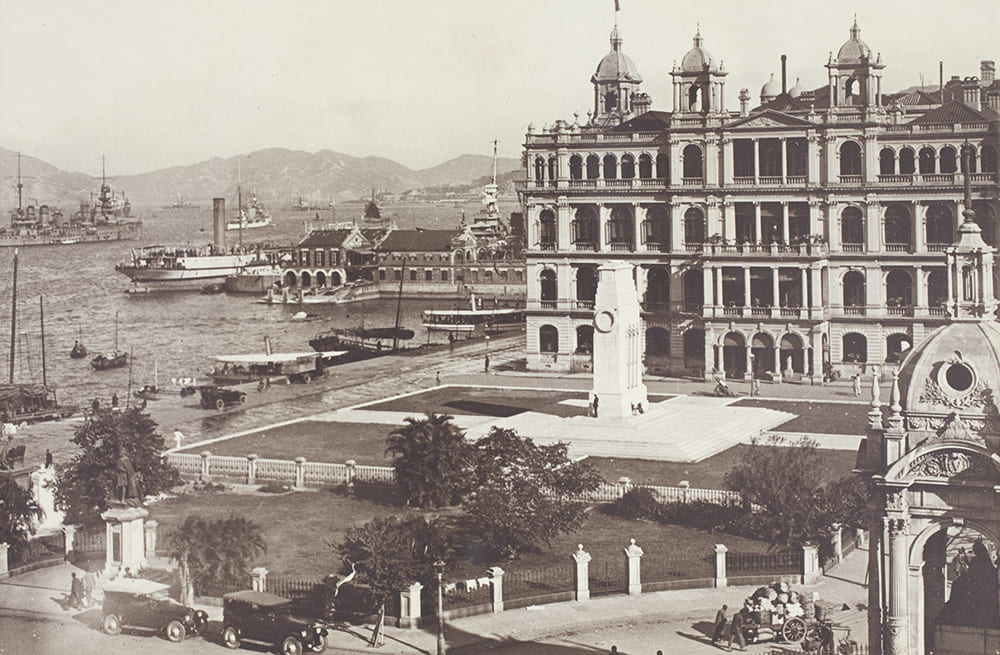Queen Victoria's Statue, The Cenotaph and the Hong Kong Club, Statue Square, Hong Kong, c.1924. HPC ref: Bk09-11.