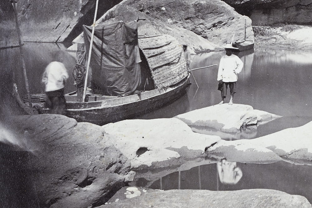 Lai Fong's makeshift dark-tent (i.e. darkroom) on a boat, at Gollen Valley cave near Xingcun, Fujian, c.1869. On the one hand, Lai Fong had a ready access to plentiful fresh water; on the other, perhaps greater care had to be taken when pouring chemicals etc. Photograph by Lai Fong (Afong Studio), being a detail from Fr01-071. HPC ref: Fr01-176.