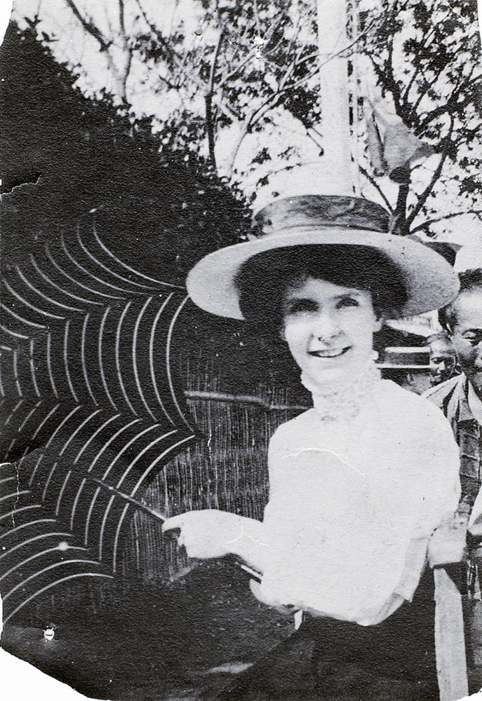 Ella Richard (1879-1963). This photograph is undated, but was probably taken when she was about eighteen. HPC ref Hi-s343.