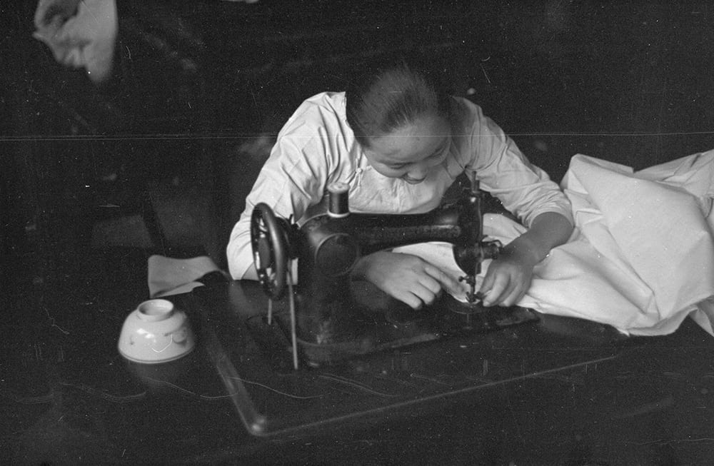 Woman sewing, Shanghai. Photograph by Malcolm Rosholt. HPC ref: Ro-n0198.