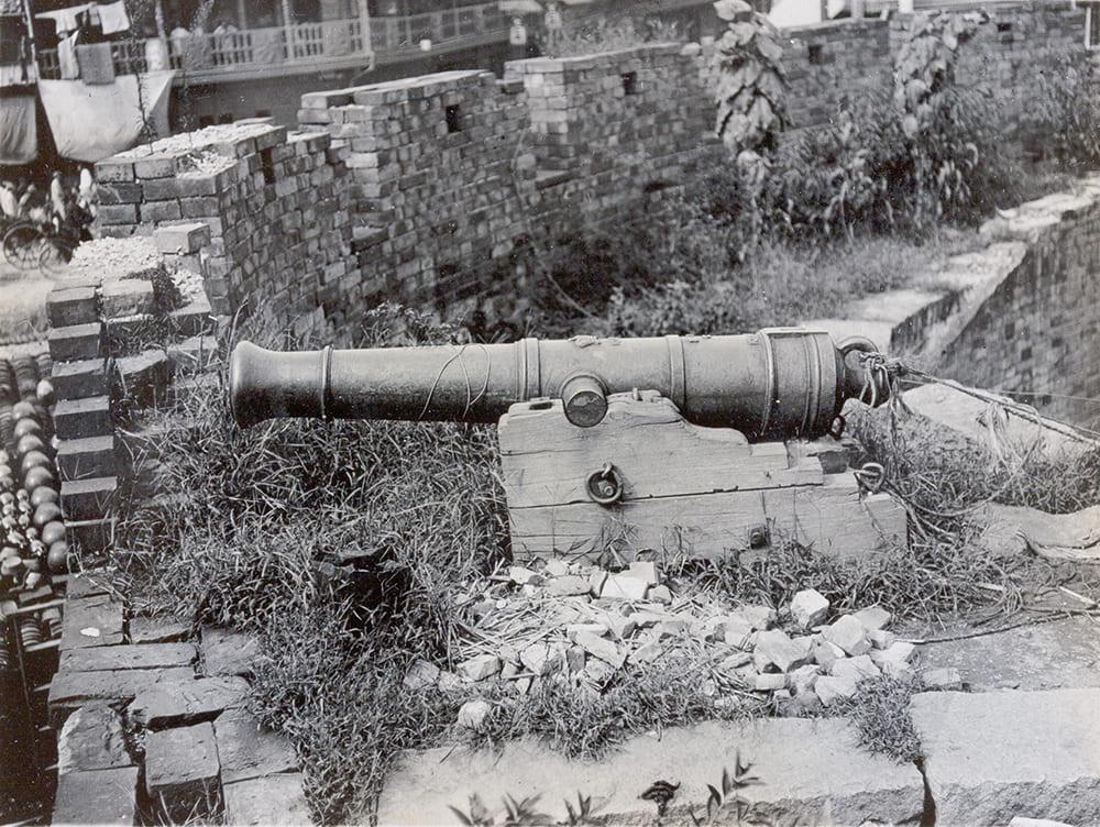 British-made cannon on city walls, Shanghai, c.1905-1910. HPC ref: OH01-031.