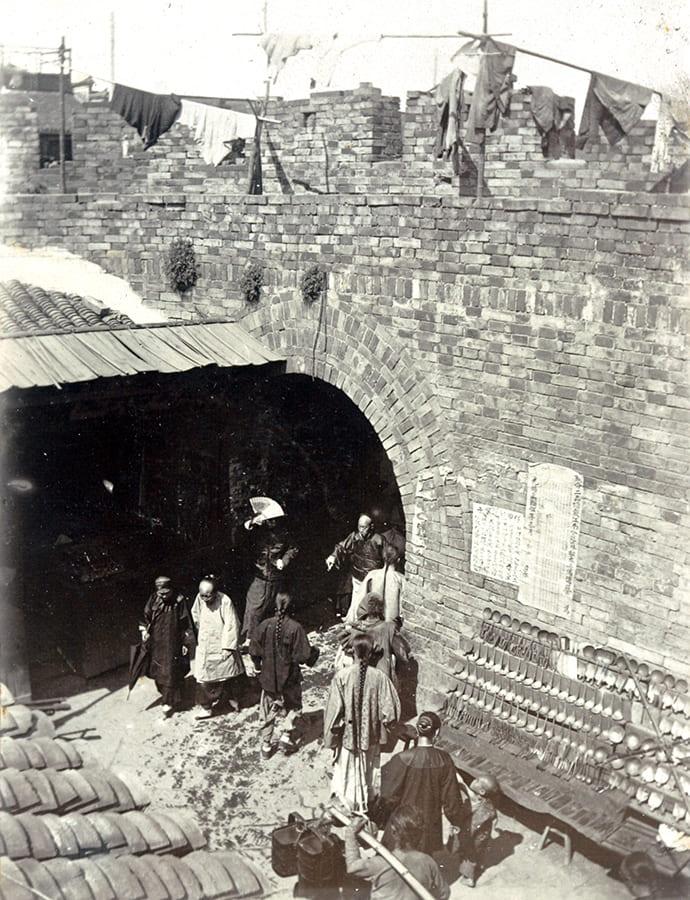 The inner bailey, New North Gate, Old City, Shanghai, c.1902. HPC ref: Da01-05.