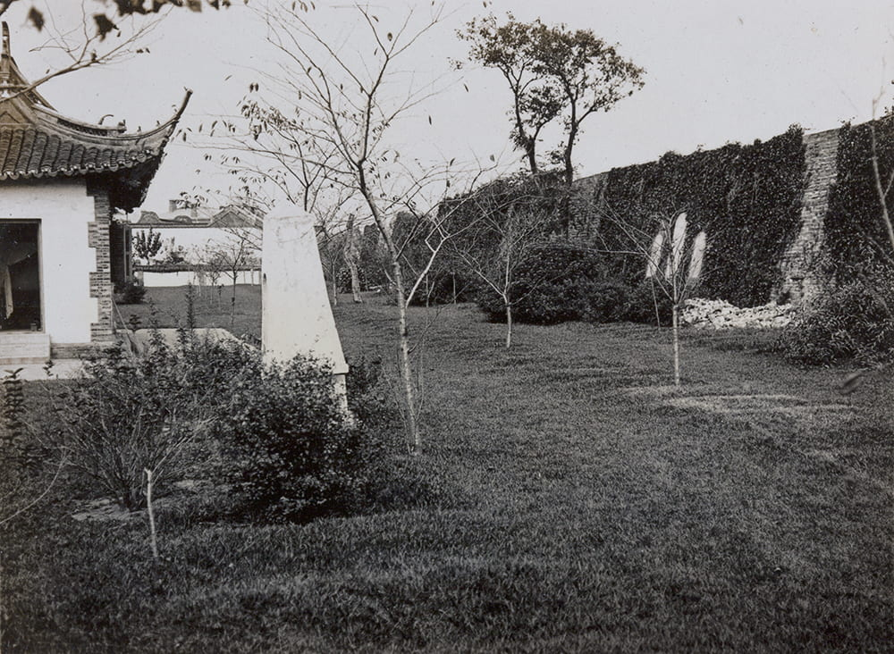 Soldiers Cemetery and city wall, Shanghai, c.1905-1915. HPC ref: OH01-022.