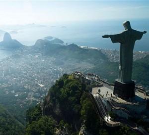 B173W7 Statue of Christ the redeemer Rio de Janeiro Brazil 03 03 06