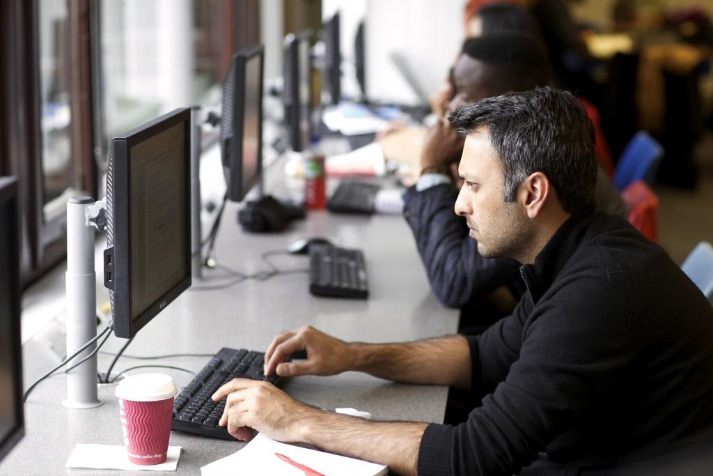 Students using Morningstar PCs in Northamton Squarelibrary